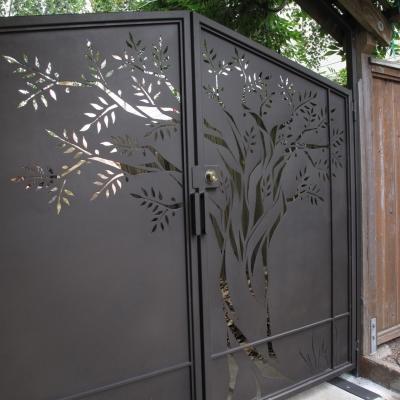 Driveway Tree Gate - Side Detail